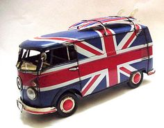 Large-1-18-Scale-1966-Volkswagen-VW-Surfers-Camper-Bus-Union-Jack-Handcrafted