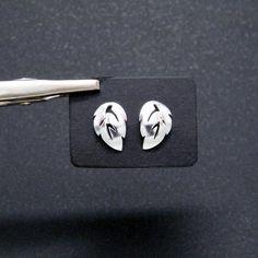 64fbd458e1d0 Pendientes de plata 925 con motivo de hoja de árbol. Preciosos pendientes  de tamaño medio