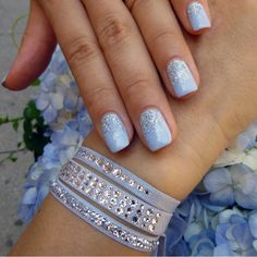 #MondayMani to match our Light Bernadette Blue Set... So summery, so many ways to make them your own! Shop the set on our site or at your local retailer.