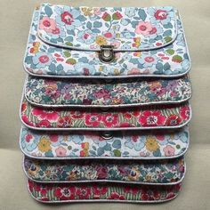 Tuto pochette Plus Coin Couture, Couture Sewing, Couture Bags, Liberty Fabric, Liberty Print, Diy Sac, Diy Bags Purses, Sew Bags, Pouch Pattern
