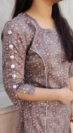 Neck Designs For Suits, Sleeves Designs For Dresses, Dress Neck Designs, Fancy Blouse Designs, Stylish Dress Designs, Sleeve Designs, Stylish Dresses For Girls, Simple Kurti Designs, New Kurti Designs