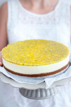 No-bake passievrucht cheesecake: mijn recept voor een heerlijk romige cheesecake met een friszure passievrucht topping.