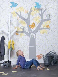 KARWEI | Met dit leuke behang geef je direct de muur in de kinderkamer een vrolijke uitstraling #kinderkamer #wooninspiratie #karwei