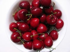 The Bing Cherry Tree produces the world's most popular sweet cherry. Enjoy fresh cherries or bake sweet cherry pies with the fruit of a Willis Orchards tree! Sweet Cherry Pie, Cherry Tart, Bing Cherries, Sweet Cherries, Willow Tree Wedding, Tree Plan, Metal Christmas Tree, Starting Seeds Indoors, Fast Growing Trees