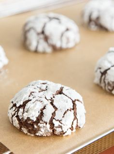 These Chocolate Crinkle Cookies are one of my favorite Christmas cookie recipes! Also called snowcaps, they are fudgy and soft in the middle, like a brownie. Chocolate Crinkle Cookies, Chocolate Crinkles, Hot Chocolate, Baking Recipes, Cookie Recipes, Dessert Recipes, Holiday Baking, Christmas Baking, Just Desserts