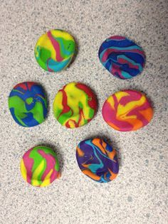 Creative Elementary School Counselor: Worry Stones. The purpose of these is to have a tactile soothing method when a student gets upset or stressed. But, the process of making these is in and of itself very therapeutic and relaxing!