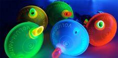 Der ENGOLIT Volum-Matic Spirituosen-Dosiererer in bunten Leuchtfarben. Portionierer/Ausschenker leuchtet im Schwarzlicht. Top für Disco und Partykeller. Bar selber bauen? Mit diesen bunt leuchtenden Portionierern beeindruckst du deine Gäste.