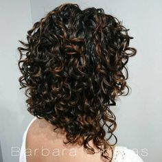 Edgy Inverted Bob for Thick Curly Hair Layered curly hair is always hot and stylish. Add more texture and movement to your curls with one of these popular layered curly haircuts and hairstyles! Long Curly Bob Haircut, Layered Curly Haircuts, Haircuts For Curly Hair, Curly Hair Tips, Short Curly Hair, Curly Hair Styles, Curly Inverted Bob, Bob Haircuts, Curly Hair Cuts Medium