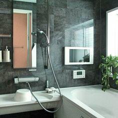 ホテルのようなバスルームは、世の女性の憧れです。「うちのお風呂じゃ無理でしょ?」と諦めている人はいませんか…?実は、どんなお風呂でもホテルのような高級感を出すポイントがあったんです。ちょっとした工夫で出来る♡ホテルみたいなバスルームの作り方をご紹介します。 Japanese Bathroom, Natural Interior, Wet Rooms, Sweet Home, Bathtub, House Design, Interior Design, Laundry, Instagram