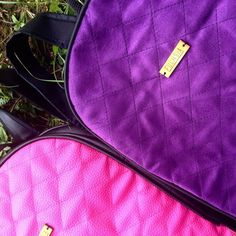 Feliz jueves  Backpack de terciopelo color morado combinado con lona negra  Para compras: Ingresa a http://ift.tt/2fj6g3k (link en la bio) aceptamos TDC  y transferencias. O puedes escribir al  58 4126460633 y con gusto te atenderemos