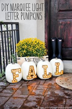 Need some fall porch decorating ideas? Here are 15 fall porch decorating ideas that are sure to inspire your fall decor! Pumpkin Decorating, Porch Decorating, Decorating Ideas, Thanksgiving Decorations, Seasonal Decor, Fall Decorations, Fall Crafts, Holiday Crafts, Diy Crafts