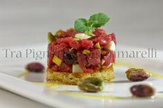 Tra Pignatte e Sgommarelli: Le mie ricette - Tartare di manzo, formaggio di bufala e pistacchi, con crostino di pane all'olio