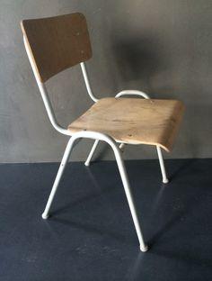 schoolstoel 2 -+-loft-+-lovt-+-industrieel-+-retro-en- vintage-design-meubels