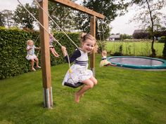 Children's swing for garden – Great ideas with instructions to make your own – Backyard Ideas Kids Backyard Playground, Backyard Playset, Backyard Swings, Natural Playground, Backyard Pergola, Backyard For Kids, Backyard Projects, Childrens Swings, Outdoor Chalkboard
