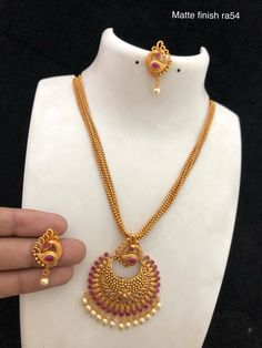 Gold Jewelry Design In India Gold Chain Design, Gold Bangles Design, Gold Earrings Designs, Gold Jewellery Design, Necklace Designs, Handmade Jewellery, Gold Designs, Gold Pendent, Gold Mangalsutra Designs