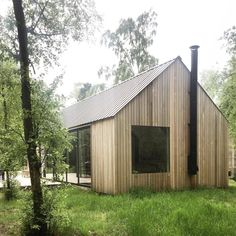 In the fall of we bought a small piece of land bordering a small lake covered by Birch, Oak and Pine. Here we are building a cabin. This is our journal. Shed Homes, Prefab Homes, Cabin Homes, Cabin Design, Tiny House Design, Modern Barn House, Building A Cabin, Cabin In The Woods, Little Cabin
