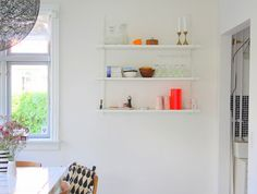 Måske en ny hylde til køkkenet? Home Pictures, Floating Shelves, Inspiration, Home Decor, Google, Biblical Inspiration, Wall Mounted Shelves, Interior Design, Wall Shelves