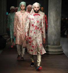 16 ideas for hat wedding men grooms - Men Grooming Groomsmen Outfits, Groom Outfit, Pants Outfit, Wedding Men, Wedding Suits, Wedding Couples, Farm Wedding, Boho Wedding, Wedding Reception