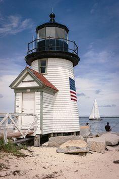 Farol de Nantucket, Massachusetts, USA. O farol Brant Point foi primeiro estabelecido em 1746.  Fotografia: WayneG no Flickr.