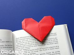 Learn how to make a very easy Origami Heart Bookmark with this DIY tutorial. A perfect DIY gift idea for Valentine's Day. How to make an origami Heart Bookmark. Step-by-step instructions with photos and video. Origami Yoda, Origami Mouse, Origami Dragon, Origami Fish, Origami Art, Easy Origami Heart, Origami Simple, Origami Star Box, Origami Instructions