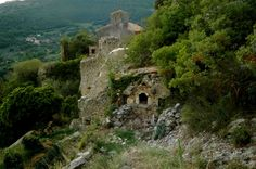 GABBIO (TR) - Small medieval abandoned village born as a key military place. When it was built, it has been situated in an important commercial position. Gabbio was permanently abandoned in the 70s.  Luoghi abbandonati - Abandoned places - Umbria - ruins