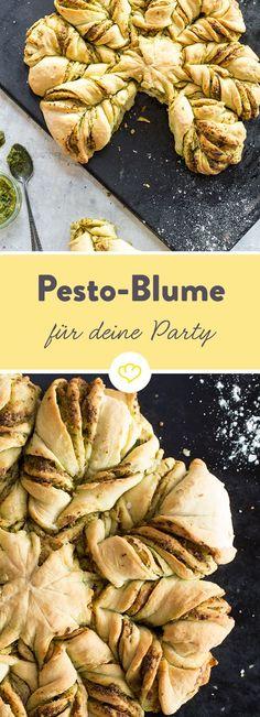 Leckeres Pesto geht nicht nur zu gut zu italienischer Pasta, sondern kann auch selbstgebackenes Brot in Form einer Peostoblume super aufpeppen.