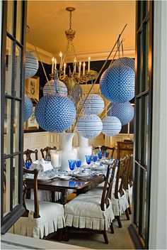 paper lanterns hanging from river cane. Obviously don't do it in the dining room. There's no room to breathe in there with all those giant lanterns Enchanted Home, Chinoiserie Chic, Deco Table, Party Entertainment, Decoration Table, Bamboo Decoration, White Decor, Event Decor, Party Time