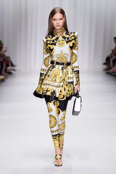 Versace Women's Fashion Show   Online Store EU. Discover the Women's Fashion Show Spring Summer Collection by Versace. Tailoring, sportswear and effortless glamour.