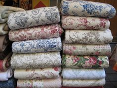Home Decoration Christmas French quilts in Paris.Home Decoration Christmas French quilts in Paris French Decor, French Country Decorating, Vintage Textiles, Vintage Quilts, Vintage Interiors, Quilting, French Fabric, Linens And Lace, French Country Style