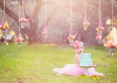 Prettiest cake smash session ever! ♡ Baby Photography | Photo Session Ideas | Props | Prop | Child Photography | Clothing Inspiration| Fashion | Pose Idea | Poses | 1st Birthday