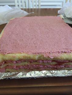 Liian hyvää: Mansikkamoussekakku 20:lle, 40:lle sekä 60 hengelle Pretty Cakes, Vanilla Cake, Fondant, Food And Drink, Desserts, Beautiful Cakes, Tailgate Desserts, Deserts, Postres