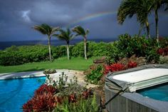You don't have to own a home in Hawaii to appreciate the spell-binding views it has to offer. We've rounded up some spectacular scenes you can enjoy from the comfort of your own living room.