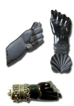 Una de las piedras con más historia y usos curativos es el Azabache, también conocido como Ámbar Negro. El Azabache es tradicional en varias regiones de Es
