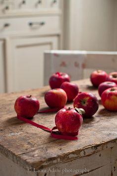 mele rosse - red apples ♥ ♫ La-la-la Bonne vie ♪ ♥❀ ♢♦ ♡ ❊ ** Have a Nice Day! ** ❊ ღ‿ ❀♥ ~ Th 21st May 2015 ~ ❤♡༻ ☆༺❀ .•` ✿⊱ ♡༻ ღ☀ᴀ ρᴇᴀcᴇғυʟ ρᴀʀᴀᴅısᴇ¸.•` ✿⊱╮ ♡ ❊ ** Buona giornata ** ❊ ✿⊱╮♥
