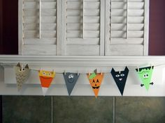 Cute to hang from the mantle or above the door for trick-or-treaters!
