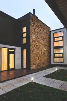 Modern architecture house design with minimalist style and luxury exterior and interior and using the perfect lighting style is inspiration for villas mansions penthouses Design Exterior, Interior And Exterior, Architecture Résidentielle, Modern Properties, Exterior Cladding, Wall Cladding, Facade House, Luxury Homes, Tiny House