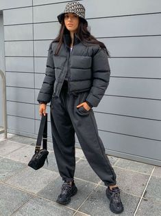 Kara Cropped Padded Puffer Jacket In Black Fall Outfits For Work, Casual Fall Outfits, Winter Fashion Outfits, Retro Outfits, Cute Outfits, School Looks, Bubble Jacket Outfit, Puffer Jackets, Puffer Coats