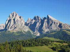 Val Gardena Gröden  Dolomites  Gruppo del Sassolungo - Langkofelgruppe  www.valgardena.it  www.facebook.com/VGardena