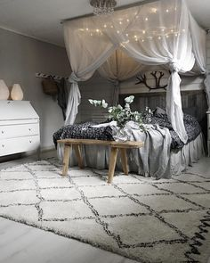There is something romantic about a bedroom with a canopy bed. Unfortunately, when people try to make a romantic bedroom with canopy beds, most of them fail. The main reason . Dream Rooms, Dream Bedroom, Gypsy Bedroom, Beds Master Bedroom, Bedroom Inspo, Home Decor Bedroom, Interior Livingroom, Diy Bedroom, Beautiful Bedrooms