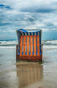 Strandkorb im Herbst am Strand von Binz Rügen. germany, island ruegen, binz, beach