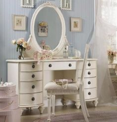 I have always wanted a vanity JUST like this!...one day :)