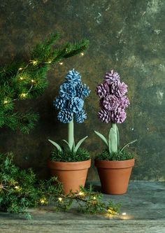 The best part about Christmas decorations are that we can use natural things for decoration. Herer are Pine cone crafts for Christmas that are really cute. Pine Cone Christmas Tree, Christmas Tree Ornaments, Christmas Crafts, Christmas Decorations, Christmas Christmas, Holiday Centerpieces, Flower Centerpieces, Pine Cone Decorations, Flower Decorations