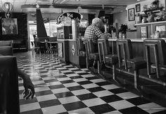 Bistro  ¤ Robert Doisneau   humus.livejournal.com