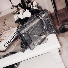 Our Dior Diorama Clutch beauty glistening away💎⁠ Chanel Handbags, Fashion Handbags, Purses And Handbags, Fashion Bags, 90s Fashion, Latest Fashion, Fashion Trends, Luxury Bags, Luxury Handbags