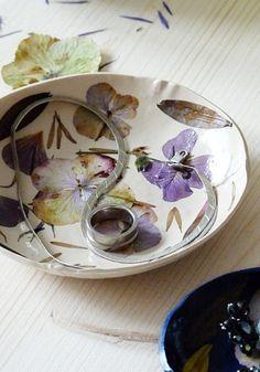 Schale mit Fimo und gepressten Blüten selber machen