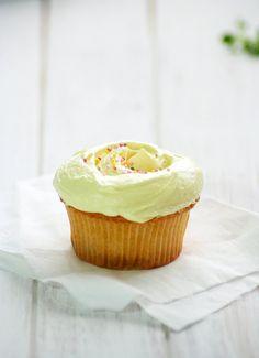 Food and Cook by trotamundos » Magnolia's Vanilla Cupcakes (Cupcakes de Vainilla)