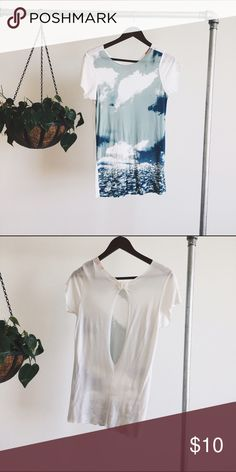 Keyhole Graphic Simple graphic tee from UO. Fits like a S.  ⋯⋯⋯⋯⋯⋯⋯⋯⋯⋯⋯⋯⋯⋯⋯⋯⋯⋯⋯  ➵ brand new condition  ➵ this item is negotiable  ➵ no paypal or merc  xo | Deb Urban Outfitters Tops Tees - Short Sleeve
