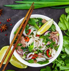 Pho bò, la soupe vietnamienne - The Best Easy Chinese Recipes Chinese Noodle Recipes, Easy Chinese Recipes, Easy Soup Recipes, Asian Recipes, Cooking Recipes, Ethnic Recipes, Finger Food Appetizers, Appetizer Recipes, Soup Appetizers