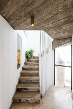 'Project Verzoening' in Borgerhout door Poot Architectuur. Interior Stairs, Interior Architecture, Great Rooms, Exterior Design, Icon Design, House Plans, Entryway, New Homes, Ramen