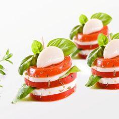 Koreczki caprese - DoradcaSmaku.pl Grill, Caprese Salad, Panna Cotta, Cooking, Ethnic Recipes, Life, Food, Kitchen, Cuisine
